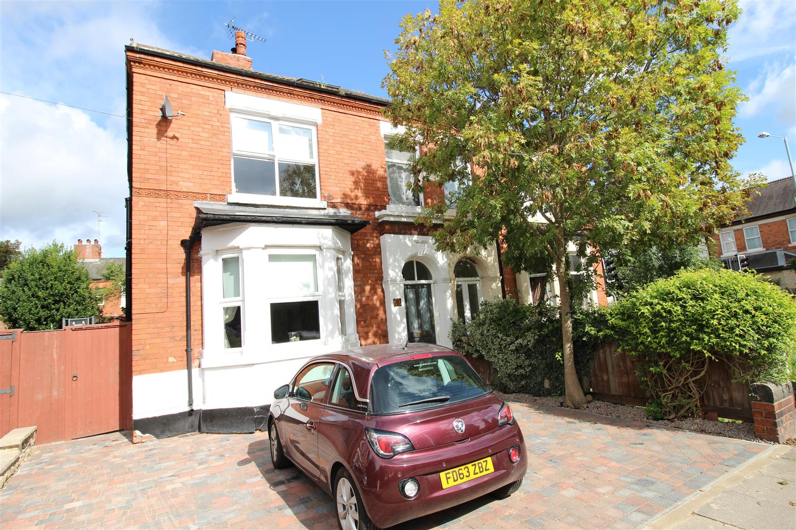 5 Bedrooms Semi Detached House for sale in Dovecote Lane, Beeston, Nottingham